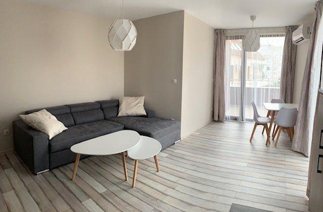Двустаен апартамент в кв. Редута