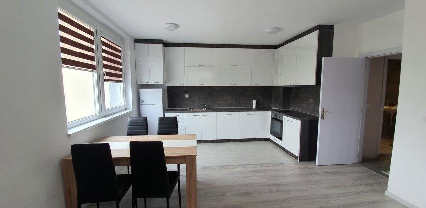 Тристаен апартамент в ж.к. Люлин 9