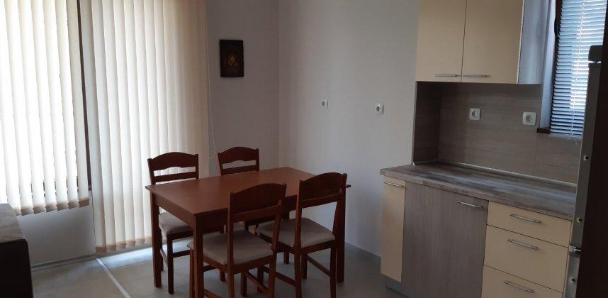 Тристаен апартамент в кв. Редута